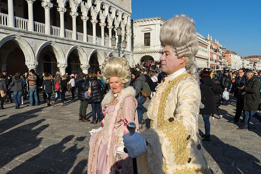 Traditionele Venetiaanse Maskers Tijdens Carnaval Venetië Stockfoto en meer beelden van Carnaval - Feestelijk evenement