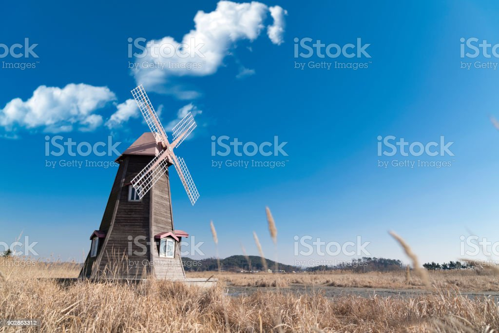 Traditionelle Windmühle Landschaft – Foto