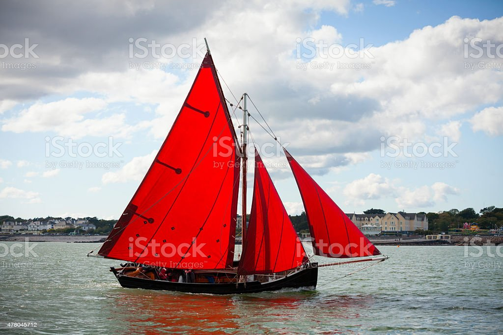 Traditional wooden boats with read sail. - Royalty-free 2015 Stock Photo