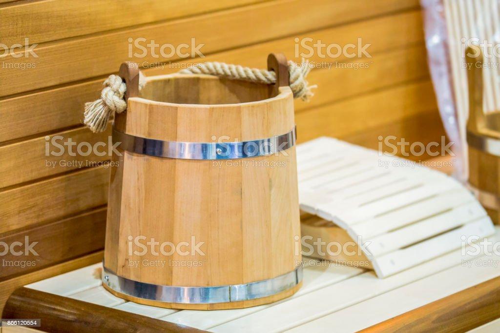 traditionele houten sauna voor de ontspanning met een emmer water interieur van de sauna en