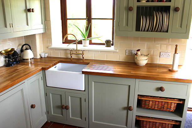 traditional-country kitchen, kettle, wooden-worktops, belfast / butler sink - kitchen sink stock photos and pictures
