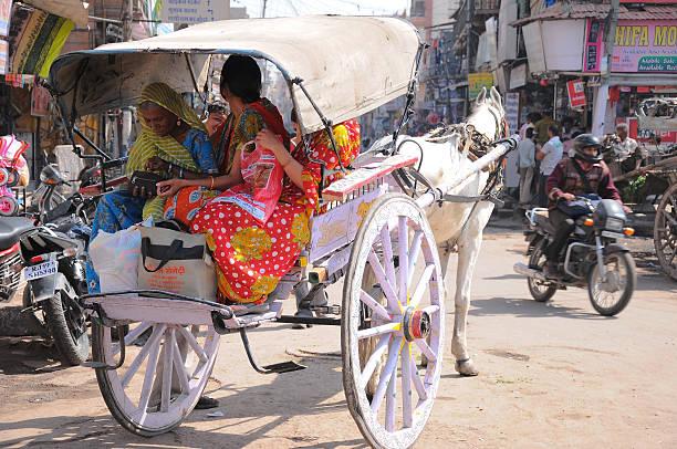 Traditionnellement vêtus de la rue à Jodhpur ville, Rajasthan, Inde - Photo