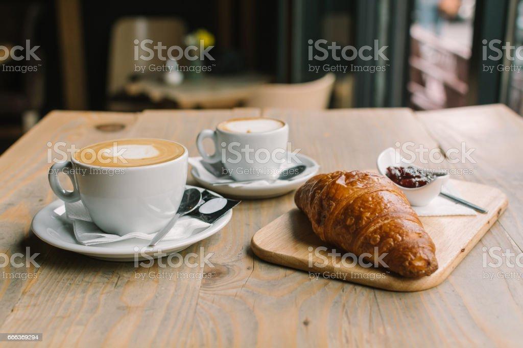 Desayuno tradicional francés - foto de stock