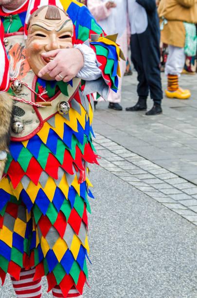 traditionell, die kulturellen und festlichen karnevalszug in deutschland - fasnacht stock-fotos und bilder