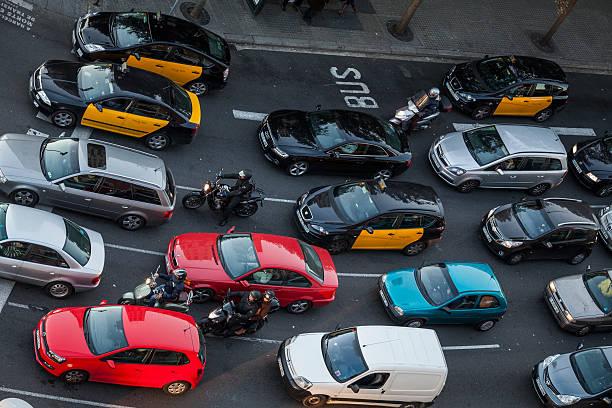 traffic around sants district - carlosanchezpereyra fotografías e imágenes de stock