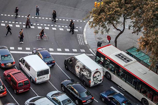 traffic aroung sants district in barcelona - carlosanchezpereyra fotografías e imágenes de stock