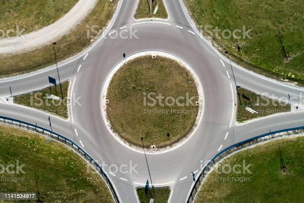 De Cirkel Van Het Verkeer Direct Van Hierboven Stockfoto en meer beelden van Abstract