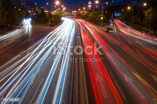 istock traffic city in night 181102367