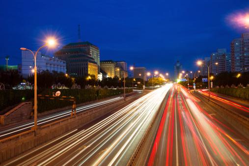 175130389 istock photo traffic city night 179403546