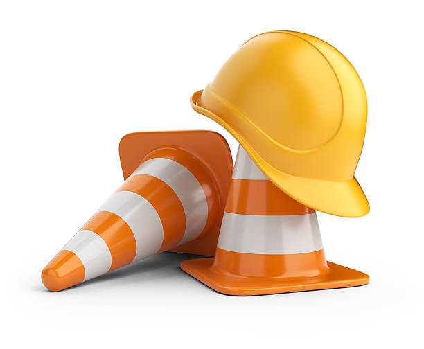 traffic cones and hardhat 3d. isolated - arbeidsveiligheid stockfoto's en -beelden