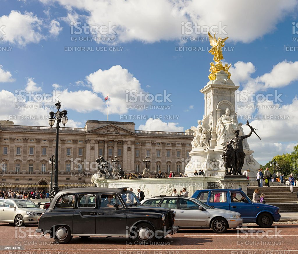 Traffic in front of Buckingham Palace, London stock photo