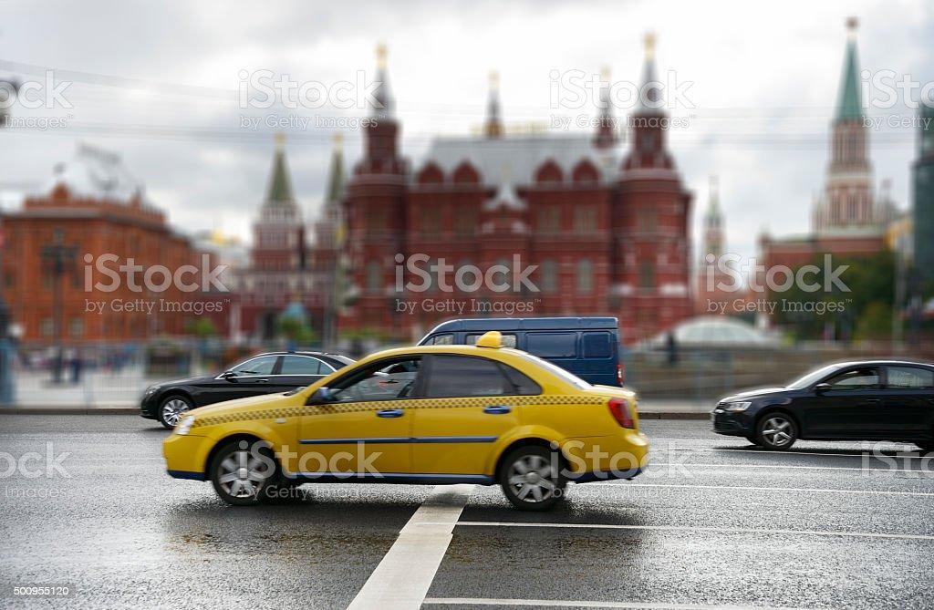 Verkehr auf der Vorderseite des Kreml – Foto
