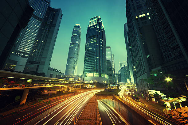 Tráfico en Hong Kong en la hora del atardecer - foto de stock