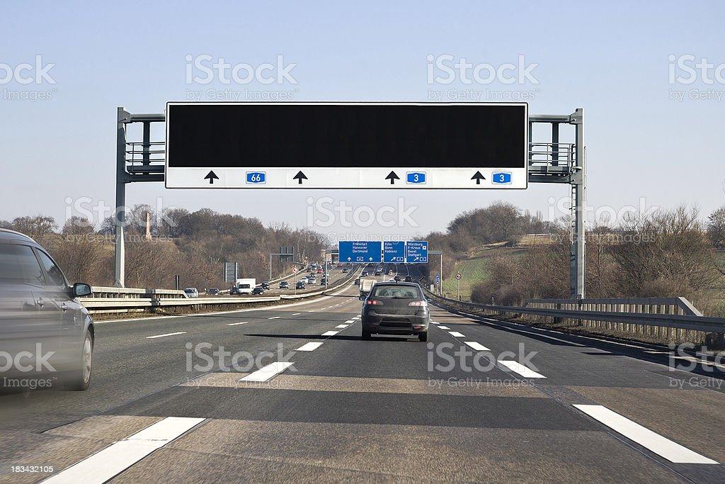 Verkehrsinformationen systm auf Deutsche autobahn A66 – Foto