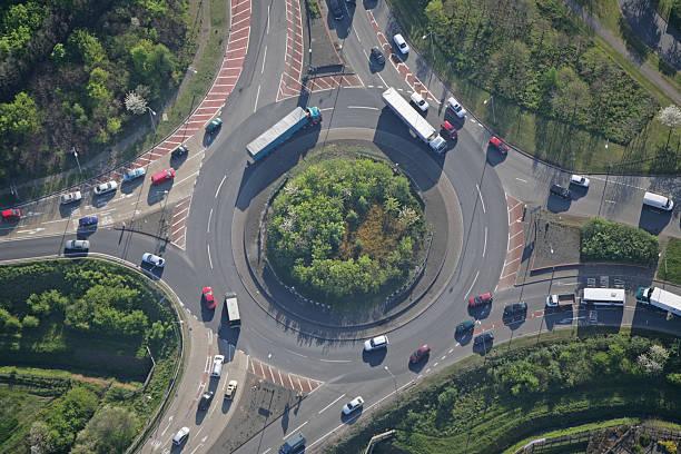 île de trafic - rond point photos et images de collection