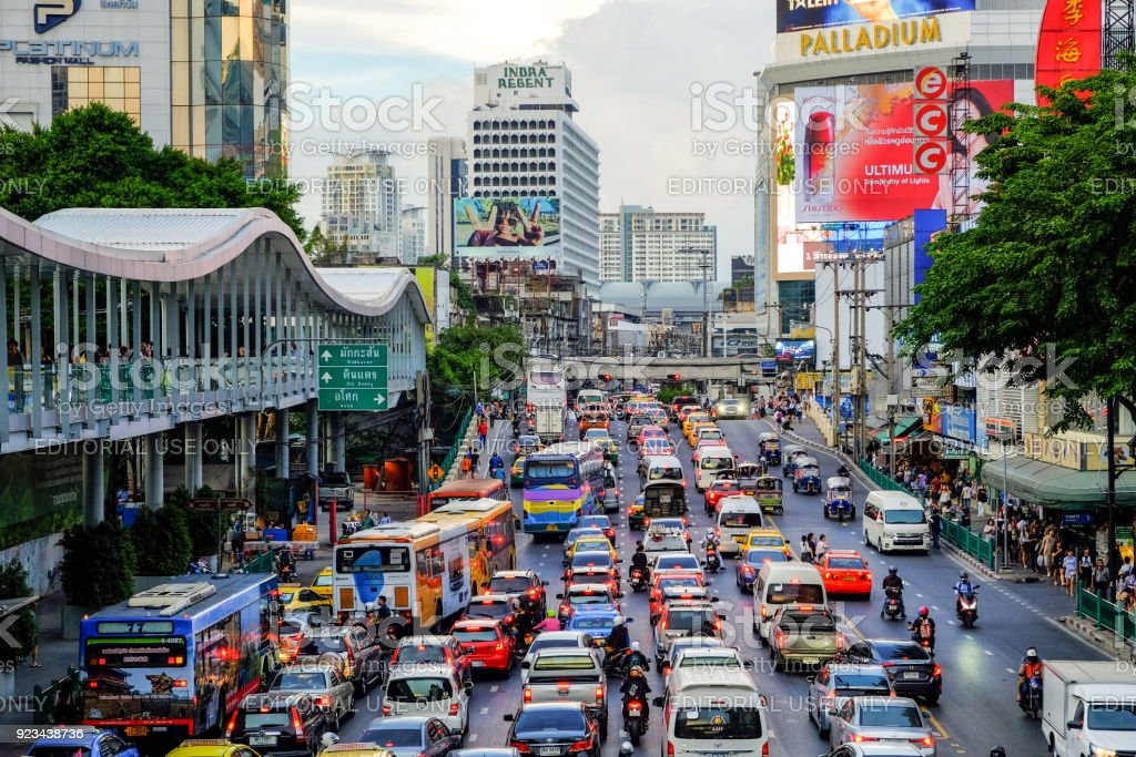 Traffic jam on Ratchadamri Rd, from Pratunam Intersection in the evening after work on friday stock photo