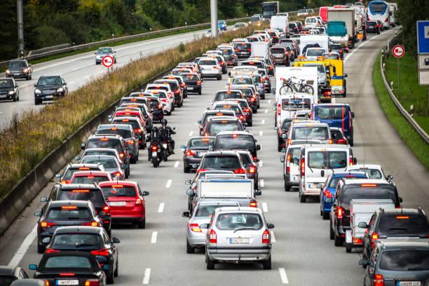 embouteillage sur l'autoroute allemande - embouteillage photos et images de collection