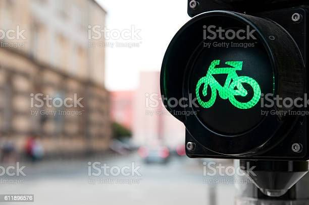 Traffic light with green light for bike picture id611896576?b=1&k=6&m=611896576&s=612x612&h=igqqlbp8karfxgql4i0nuswtd3ub16updeknbvtdxig=