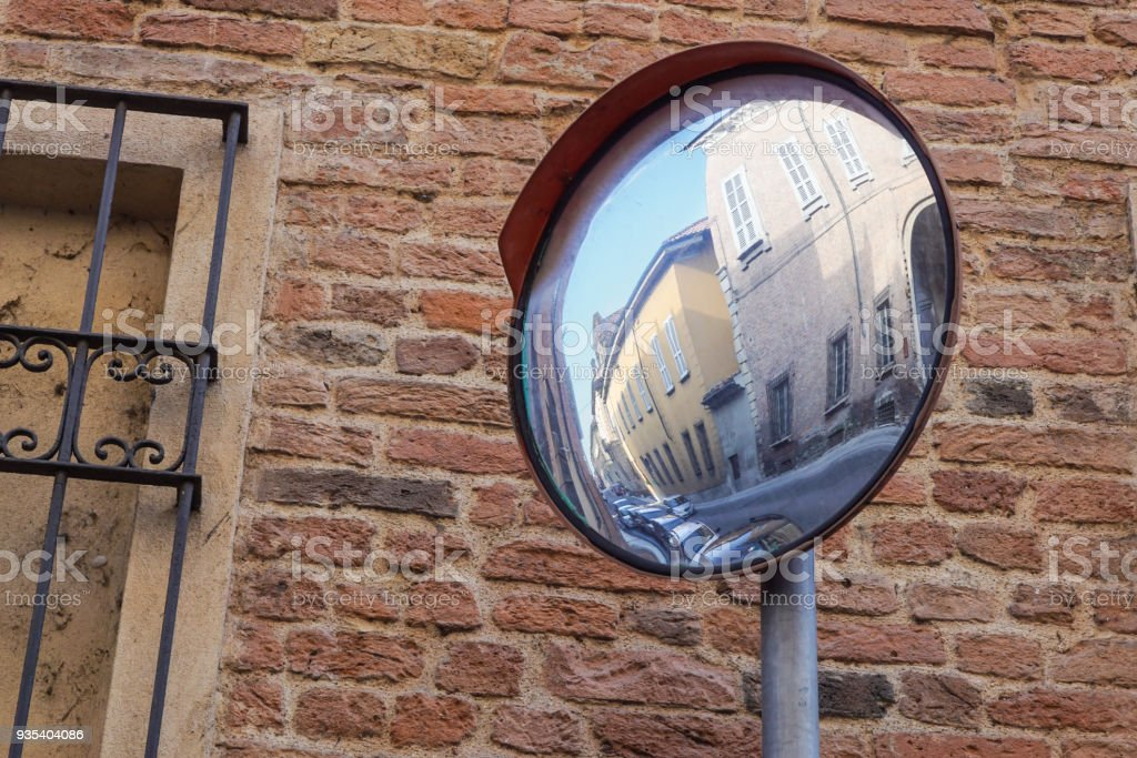Traffic mirror, Mirror of spherical type reflecting the cross for improving visibility - foto stock