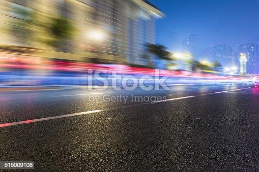 515009182 istock photo traffic night of city 515009108
