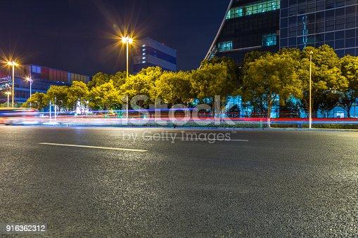 515009182 istock photo Traffic night of city 916362312