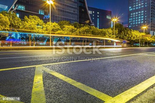 515009182 istock photo Traffic night of city 916366116