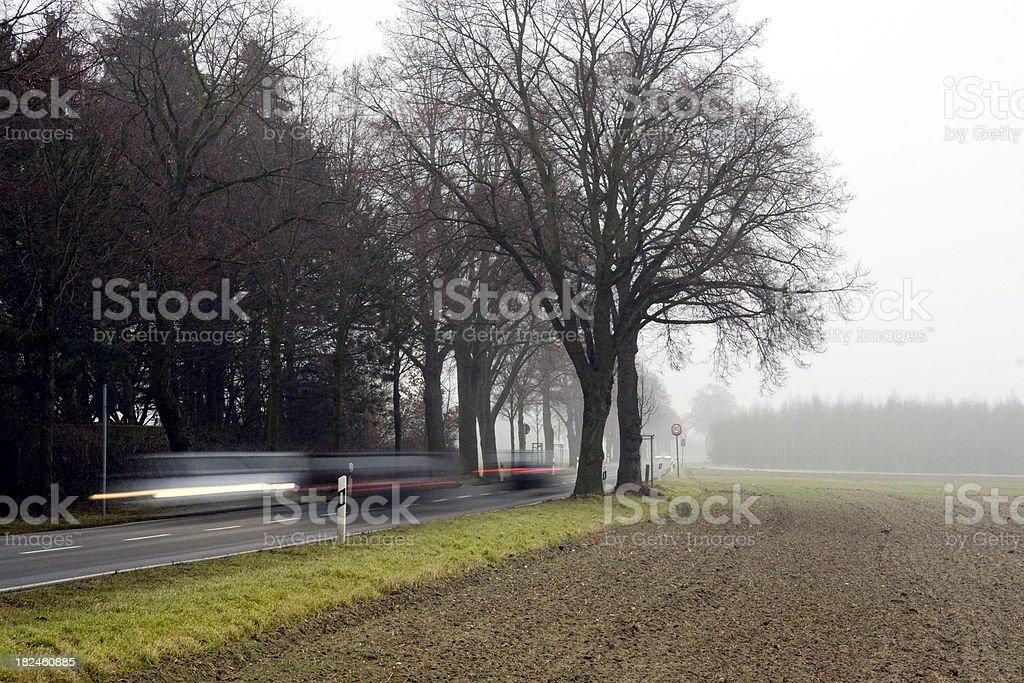 Tráfico en un misty día foto de stock libre de derechos