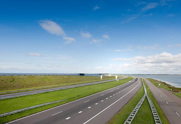 traffic on Afsluitdijk The Netherlands foto