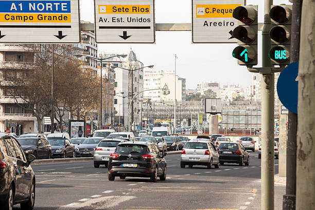 Verkehr auf der Avenida da Republica – Foto