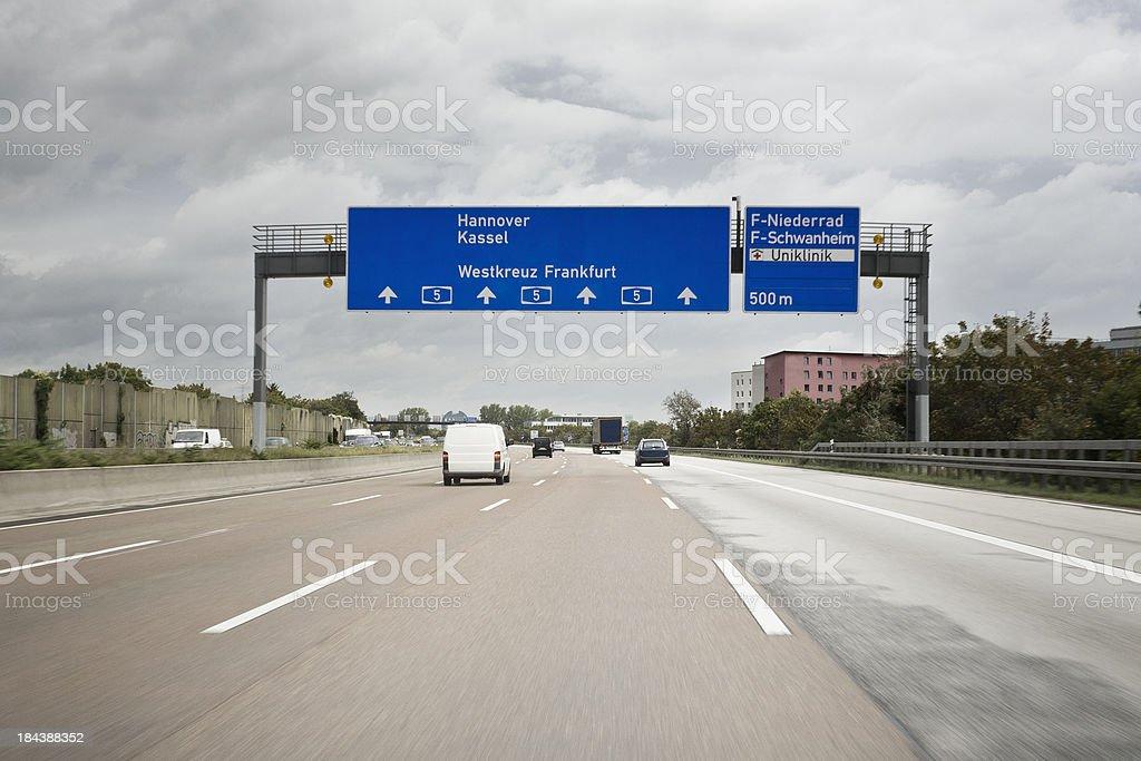 Verkehr auf Deutsche autobahn A5. Persönliche Perspektive – Foto