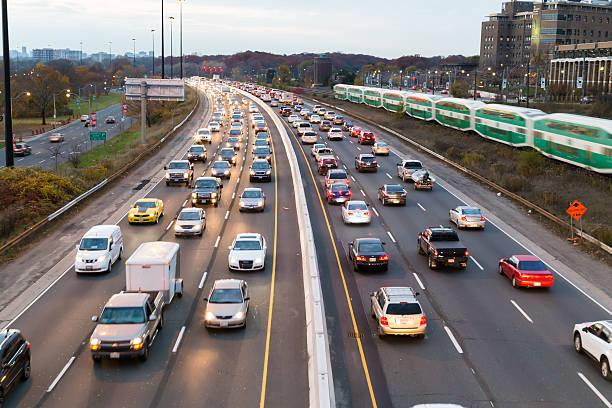 트래픽 가디너 속달우편 - 토론토 온타리오 뉴스 사진 이미지
