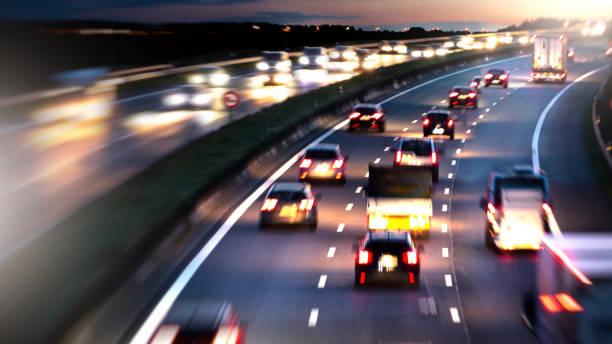 Circulation sur l'autoroute germany a1 la nuit - Photo