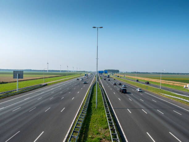 Traffic on the highway High angle view of the A4 motorway in the Netherlands middle of the road stock pictures, royalty-free photos & images