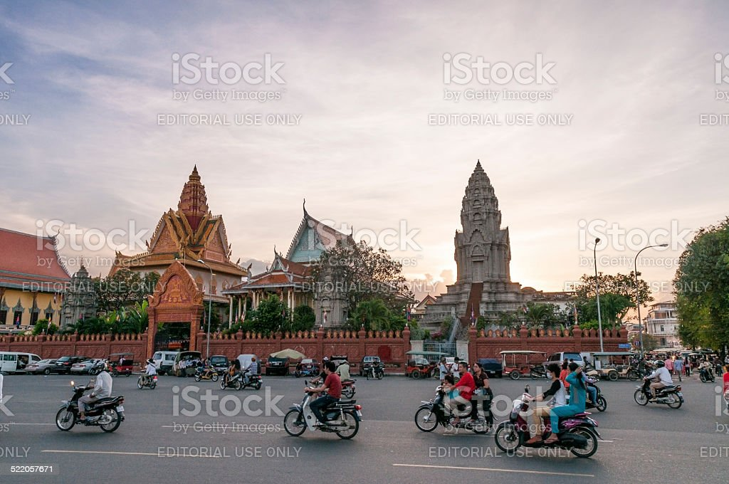 Traffic Outside Wat Ounalom At Sunset In Phnom Penh, Cambodia stock photo