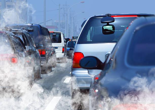 el tráfico - contaminación ambiental fotografías e imágenes de stock