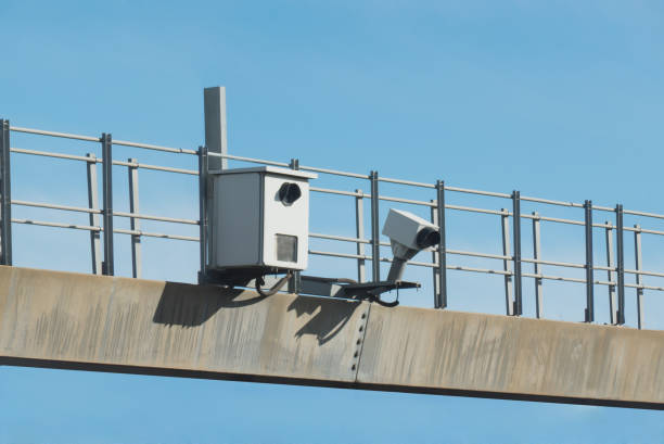 traffic radar used in speed enforcement with automatic number pl - radar foto e immagini stock
