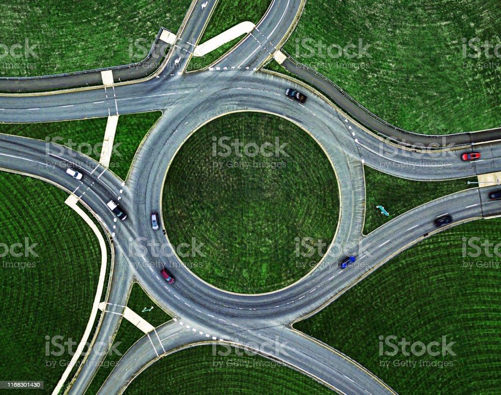 Rond-point de circulation ci-dessous - Photo de Affluence libre de droits