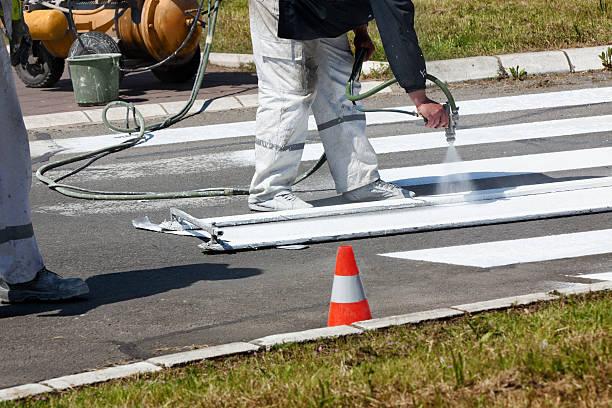 Der Reihe: Erholen Sie sich im Straßenmarkierung auf der Straße – Foto