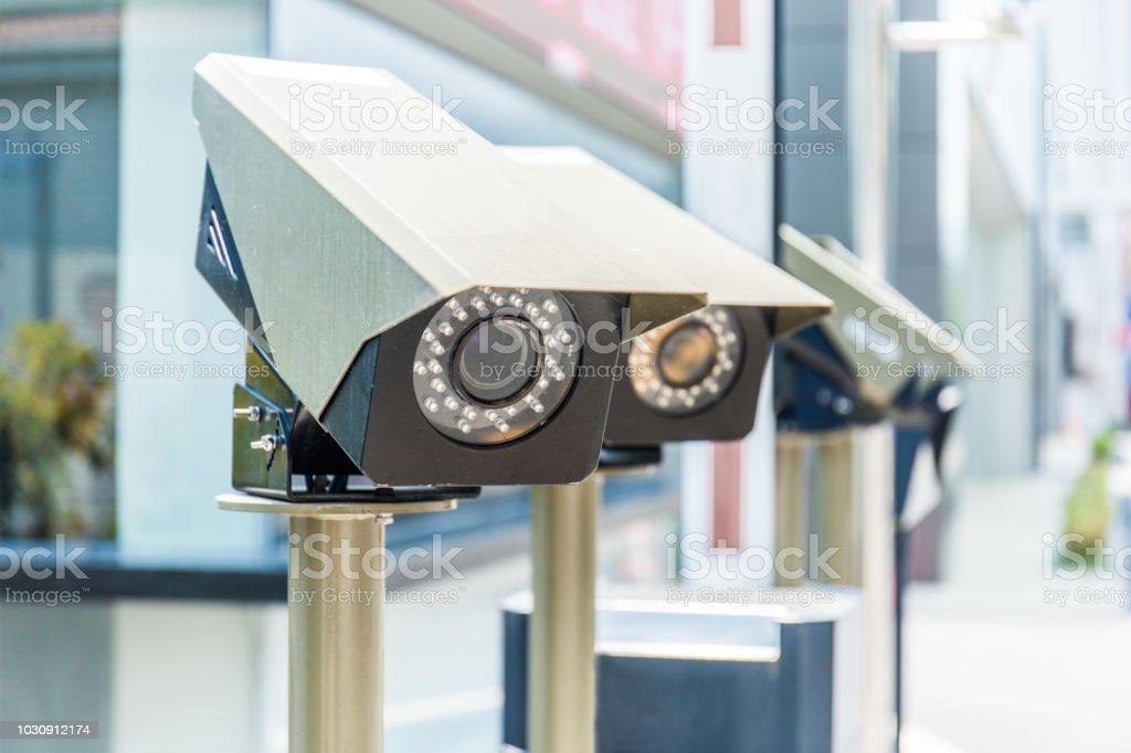 Verkehrs-Überwachungskamera in der Stadt – Foto