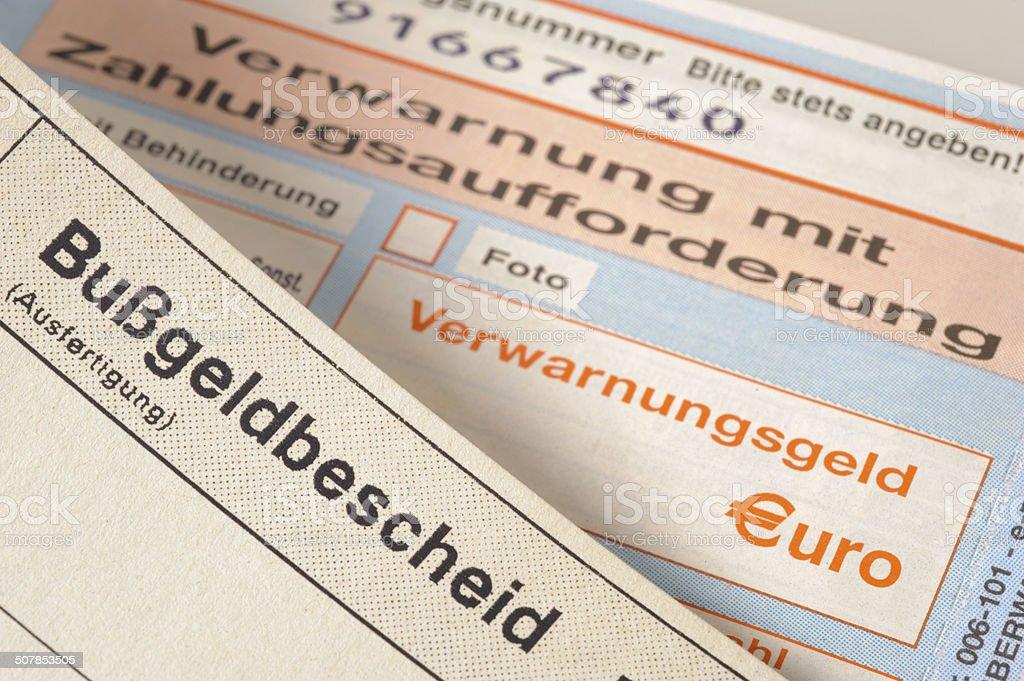 Strafzettel und Bußgeldbescheid - traffic ticket stock photo