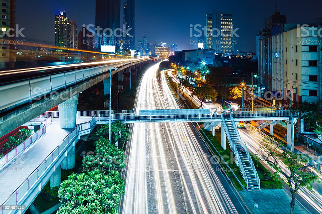 Traffic trails Hong Kong at night photo libre de droits