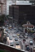 Scatto del traffico in una via di Roma