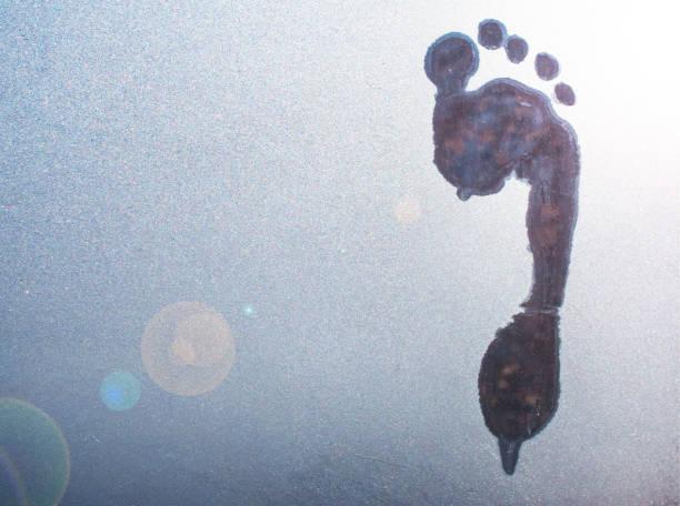 Trail of a bare foot on frozen glass picture id903549916?b=1&k=6&m=903549916&s=612x612&w=0&h=zuwoxkktgzs0m3lpwuercn56fxq5klowpunyrpf027y=