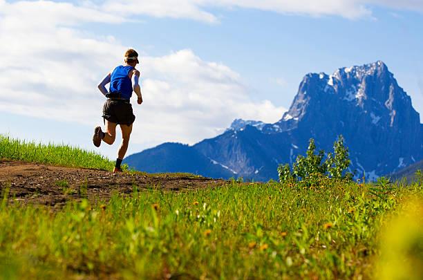 sendero corredor - trail running fotografías e imágenes de stock