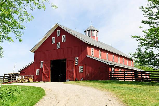 trilha para o grande red barn - celeiros - fotografias e filmes do acervo