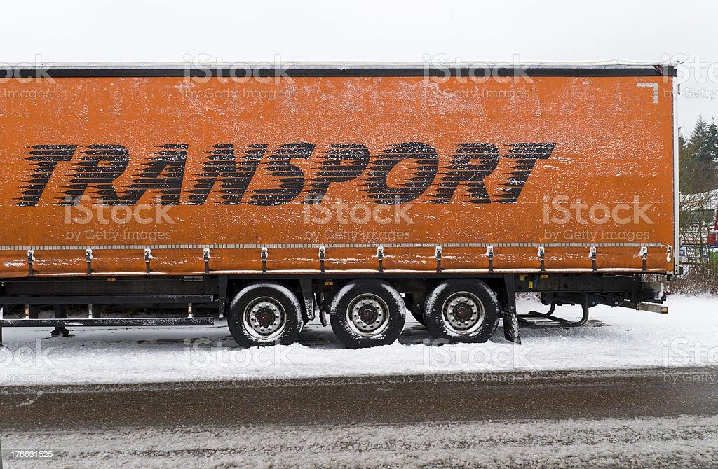 Tráiler en la nieve foto de stock libre de derechos