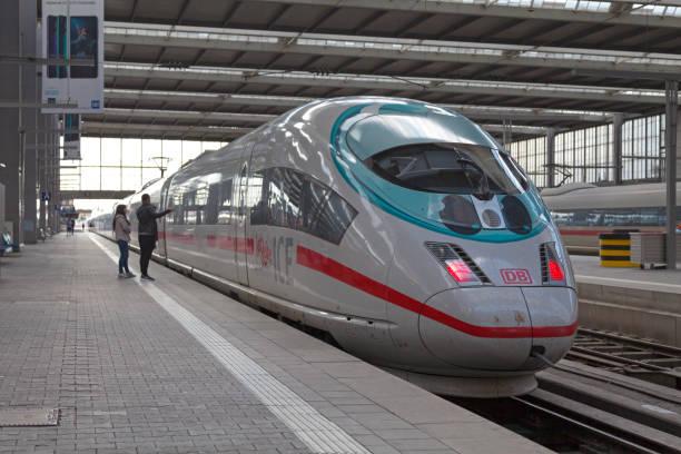 ice 3 tåg på münchens central station - munich train station bildbanksfoton och bilder