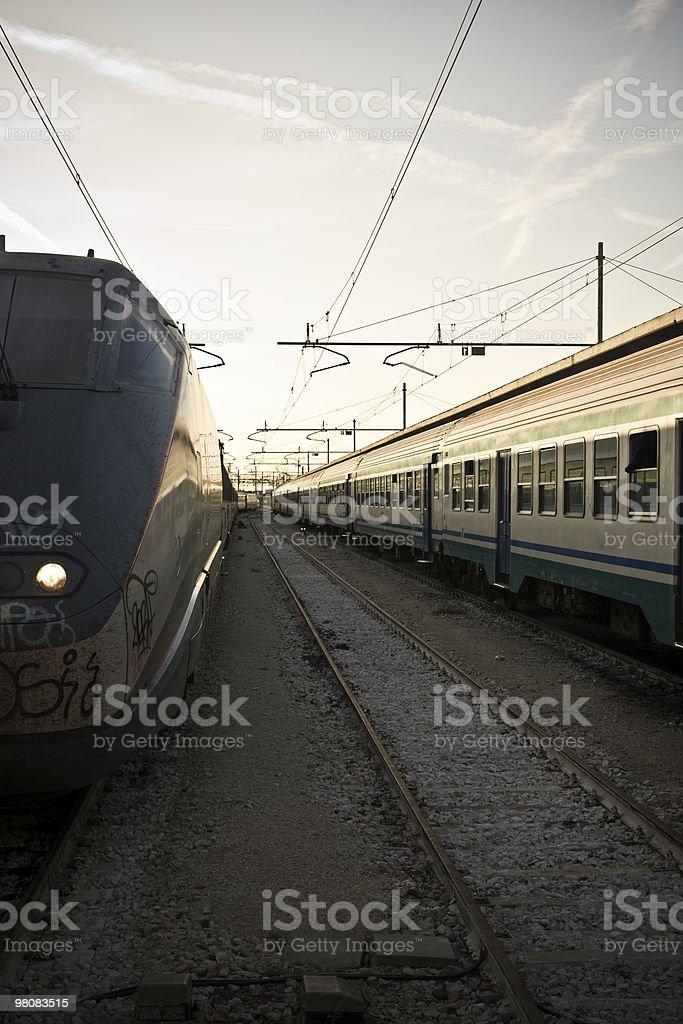 Treno al tramonto foto stock royalty-free