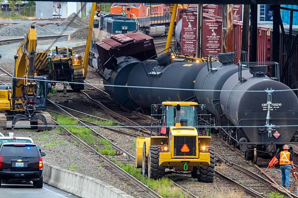 train cars carrying oil derailed - derail bildbanksfoton och bilder