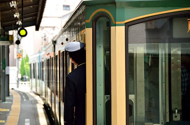 konduktor w japonii, kamakura - konduktor pociągu zdjęcia i obrazy z banku zdjęć